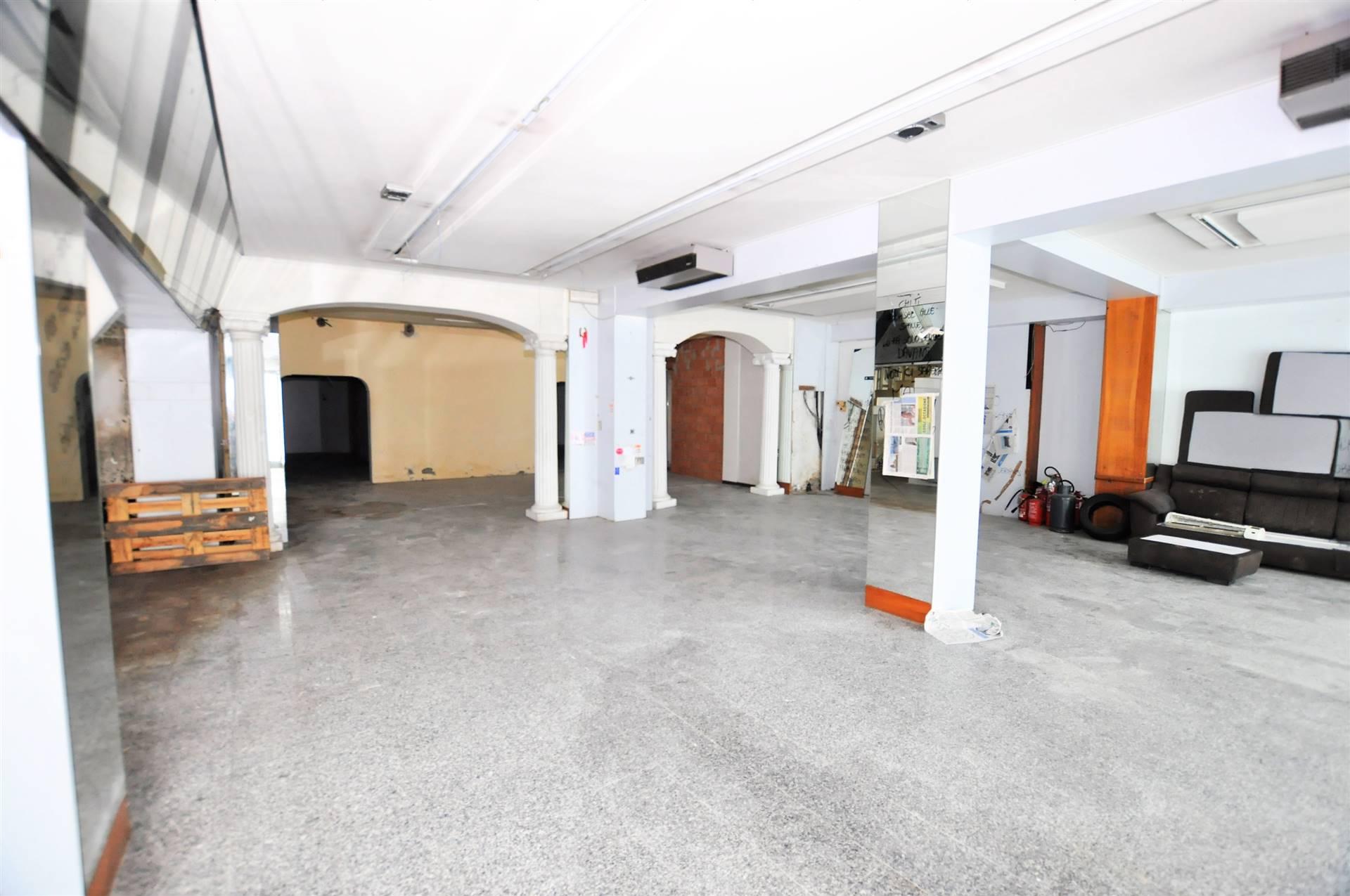 Immobile Commerciale in vendita a Chiesina Uzzanese, 10 locali, prezzo € 170.000 | CambioCasa.it