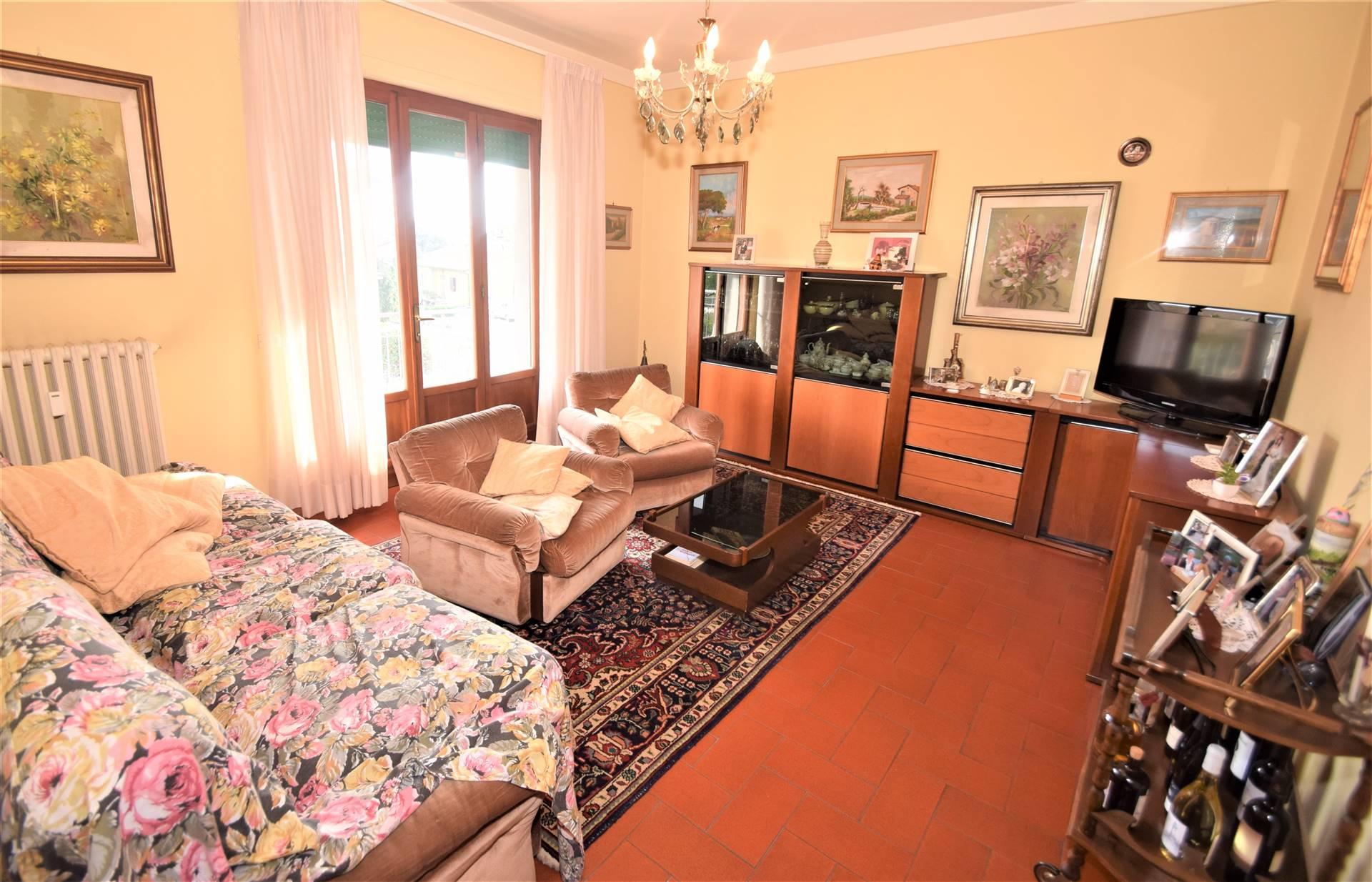 Appartamento in vendita a Buggiano, 7 locali, prezzo € 135.000 | CambioCasa.it