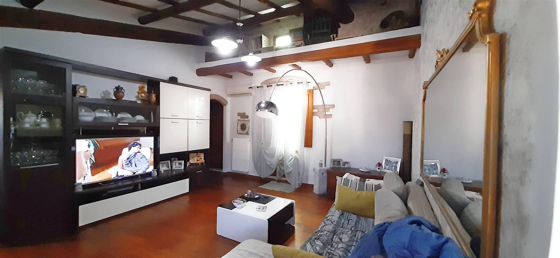 Appartamento in vendita a Pistoia, 5 locali, zona rale, prezzo € 200.000 | PortaleAgenzieImmobiliari.it