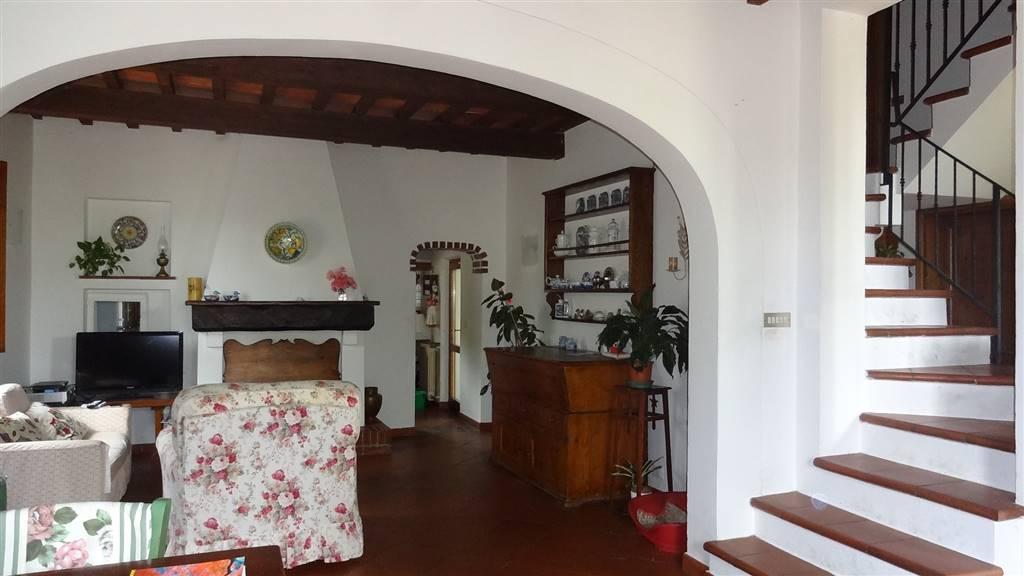Appartamento in vendita a Pistoia, 10 locali, zona Località: VILLA SBERTOLI, Trattative riservate | PortaleAgenzieImmobiliari.it