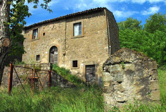 Rustici casali a montefiascone in vendita e affitto - Ristrutturare casale in pietra ...