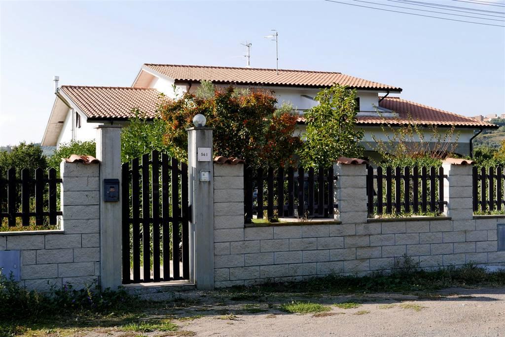 Soluzione Indipendente in vendita a Montefiascone, 6 locali, zona Zona: Fiordini, Trattative riservate | CambioCasa.it