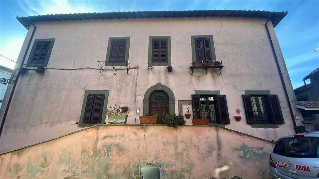 Appartamento in vendita a Montefiascone, 7 locali, prezzo € 300.000   PortaleAgenzieImmobiliari.it