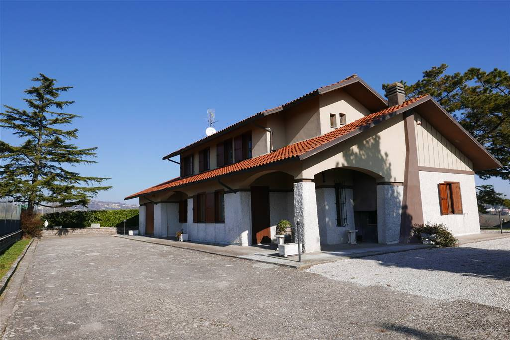 Villa in vendita a Montefiascone, 7 locali, prezzo € 300.000 | CambioCasa.it
