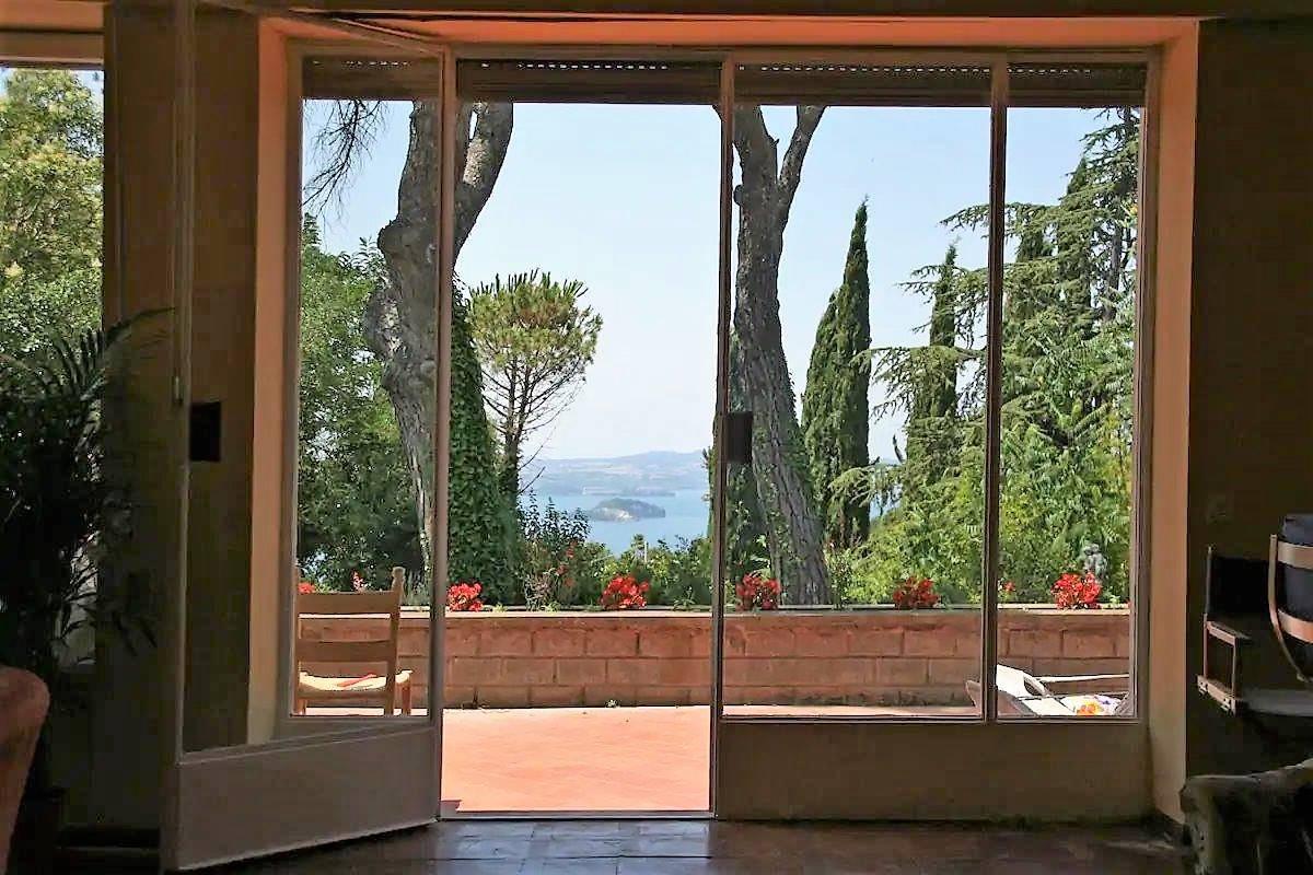 Villa in vendita a Montefiascone, 6 locali, Trattative riservate | CambioCasa.it