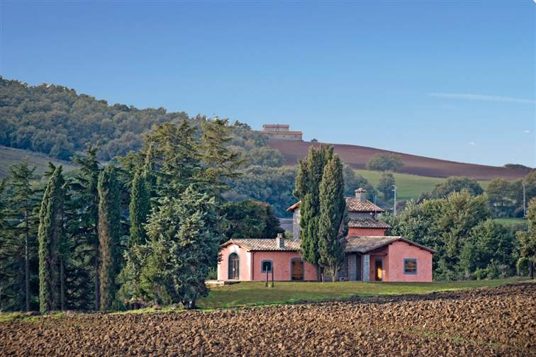 Renovated farmhouse in a panoramic position