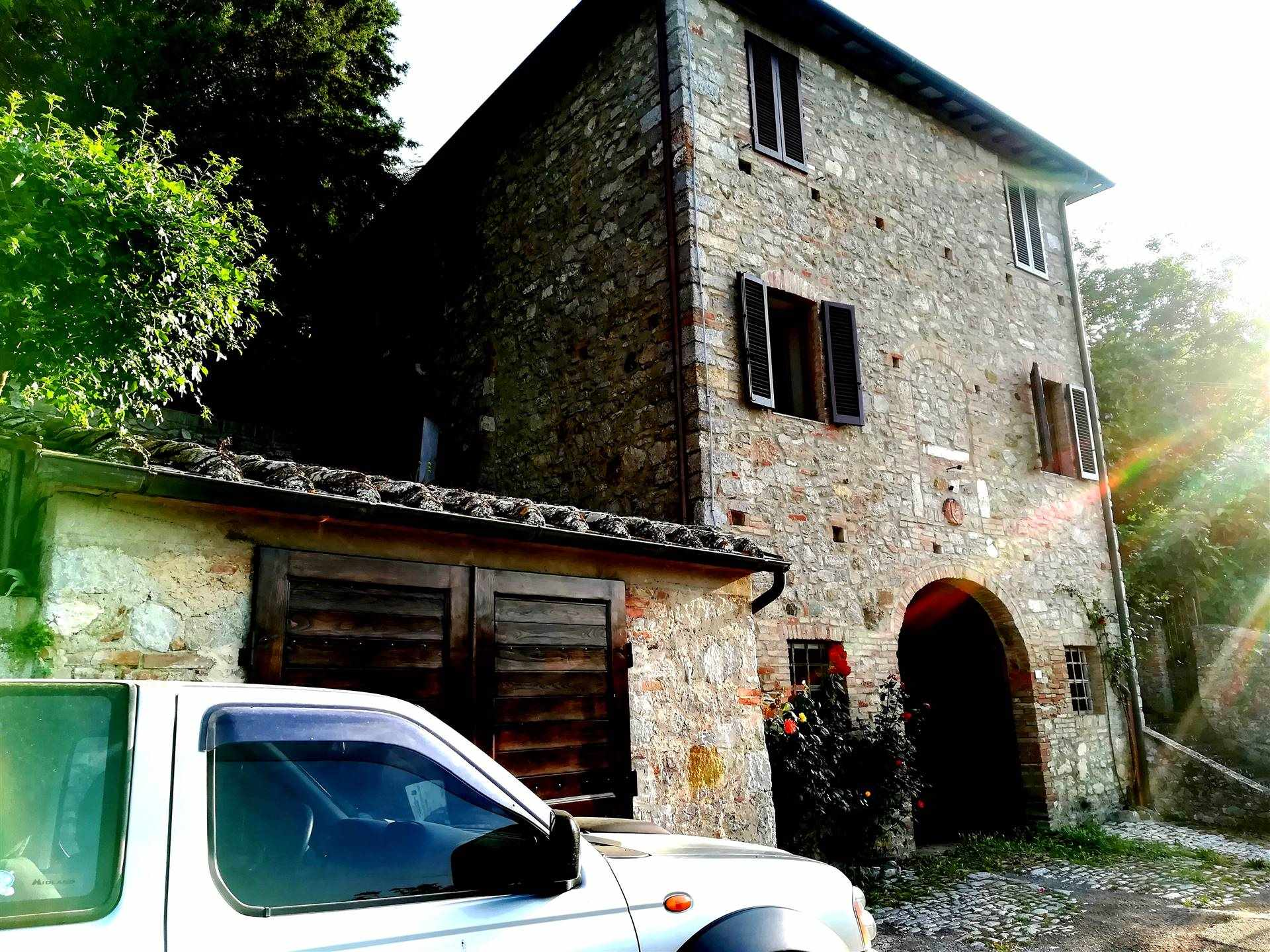 ROCCA D'ORCIA, CASTIGLIONE D'ORCIA, Appartamento in vendita, Da ristrutturare, Riscaldamento Inesistente, Classe energetica: G, posto al piano 1° su