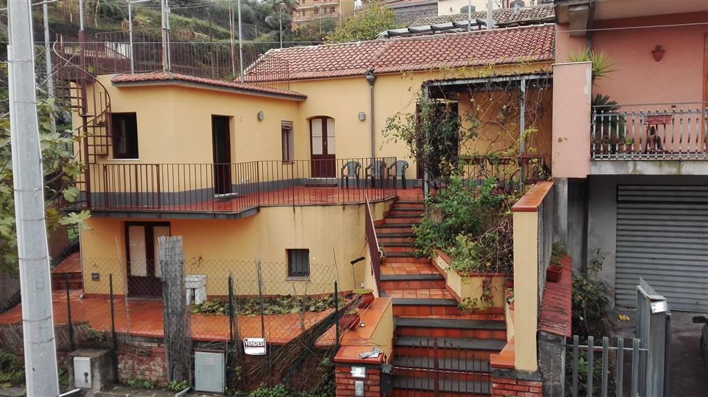 Casa singola, Sant'alfio, ristrutturata