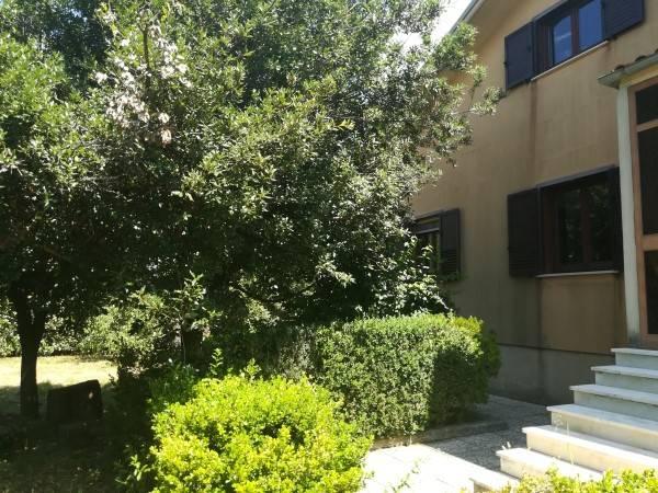 Villa in vendita a Montella, 8 locali, prezzo € 260.000 | CambioCasa.it