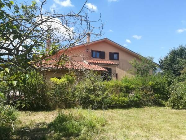 Villa in vendita a Montella, 8 locali, prezzo € 245.000 | CambioCasa.it