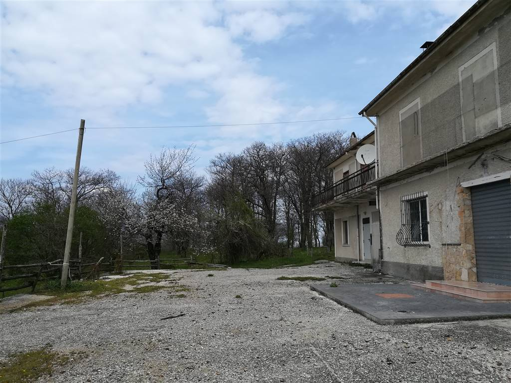 Soluzione Indipendente in vendita a Bagnoli Irpino, 11 locali, prezzo € 290.000 | CambioCasa.it