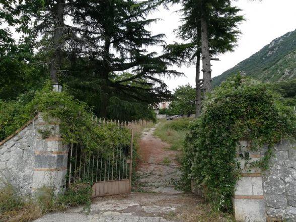 Soluzione Indipendente in vendita a Bagnoli Irpino, 11 locali, prezzo € 295.000 | CambioCasa.it