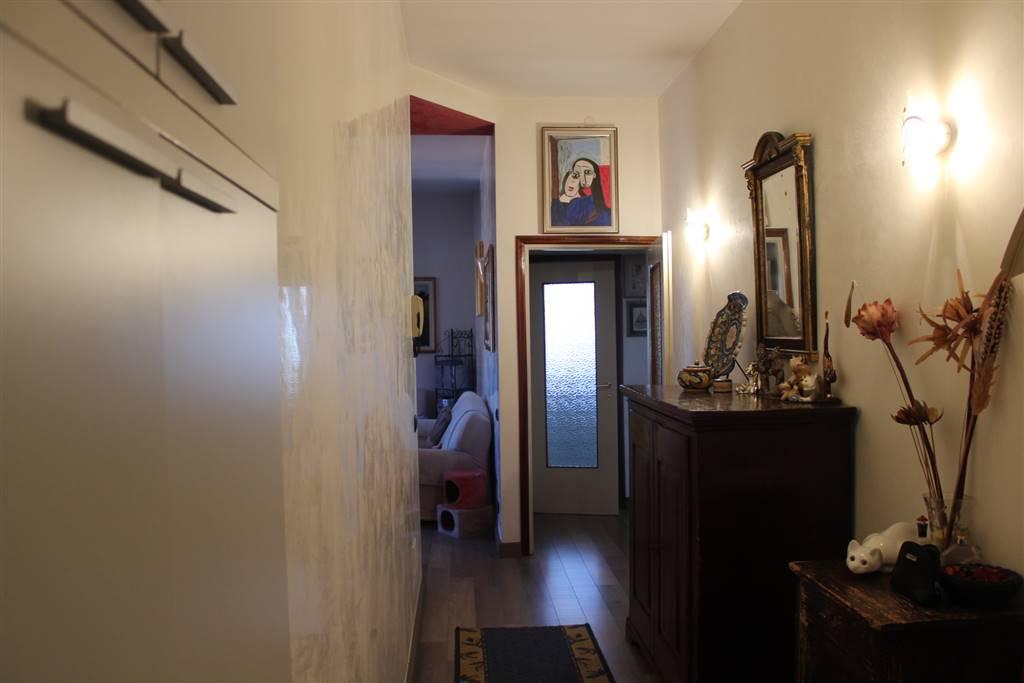 FRATI, LEGNANO, Appartamento in vendita di 70 Mq, Ristrutturato, Riscaldamento Autonomo, Classe energetica: G, posto al piano 4° su 4, composto da: 5