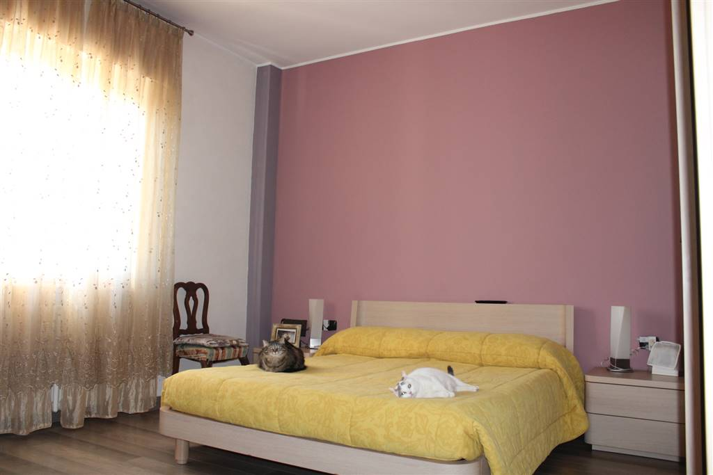 FRATI, LEGNANO, Apartment for sale of 70 Sq. mt., Restored, Heating Individual heating system, Energetic class: G, placed at 4° on 4, composed by: 5