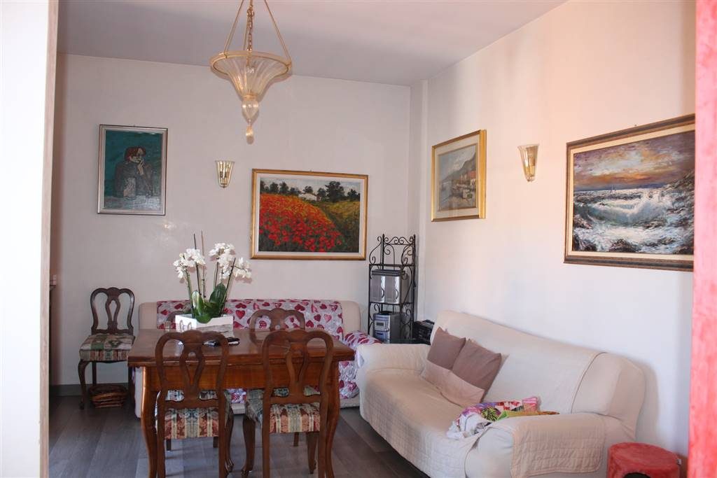 FRATI, LEGNANO, Apartment for sale of 70 Sq. mt., Restored, Heating Centralized, Energetic class: G, placed at 4° on 4, composed by: 5 Rooms, , 1