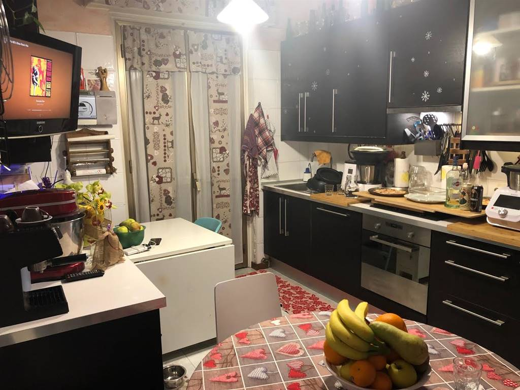 VILLA PIZZONE, MILANO, Apartment for sale of 69 Sq. mt., Excellent Condition, Heating Centralized, Energetic class: G, Epi: 267,6 kwh/m2 year, placed