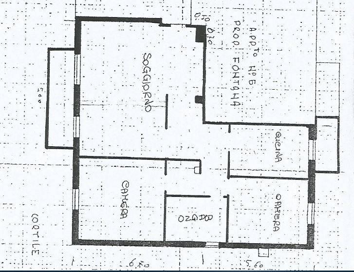 Luminoso tre locali posto al primo piano, con ampio ingresso nel soggiorno doppio con zona pranzo e zona living che affaccia su un ampio balcone.