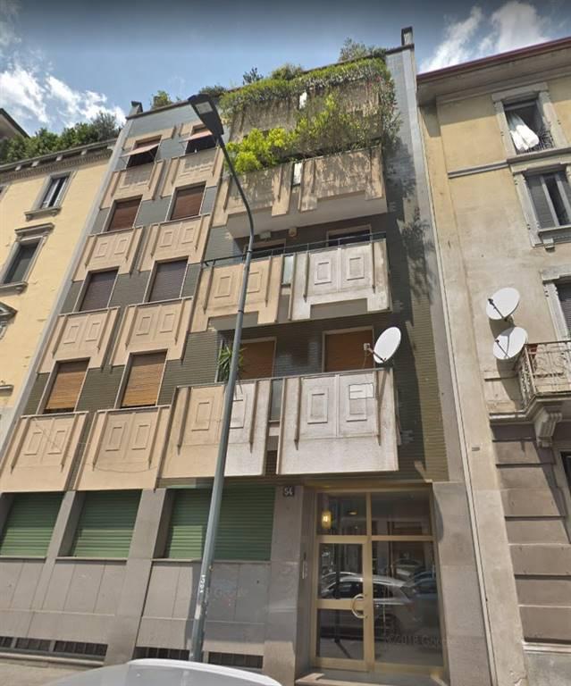 AFFITTASI intero appartamento in zona centrale di Milano, servito da tutti i mezzi, distante 1 min a piedi dalla fermata della metro M1 De Angeli.