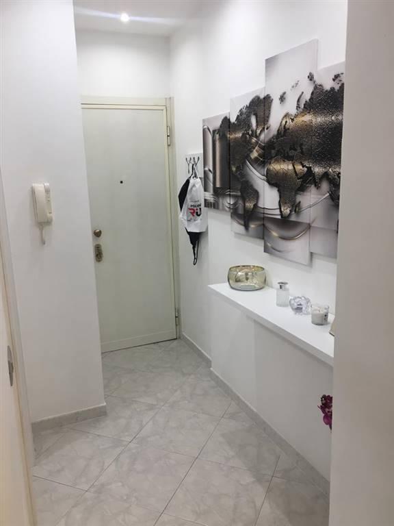 Proproniamo due locali completamente ristrutturato in ottimo stato, composto da ingresso, soggiorno, cucinotto, camera da letto, due balconi, servizi