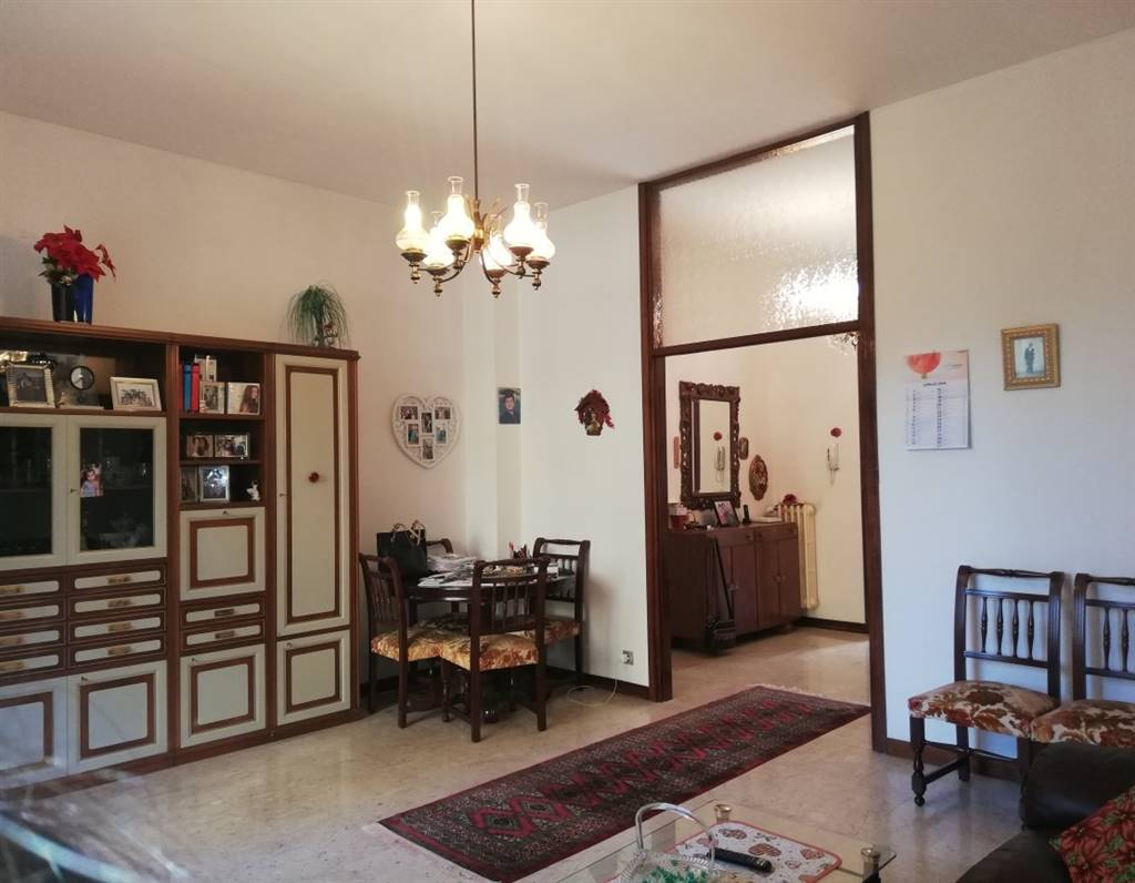 LEGNANO, Apartment for sale of 110 Sq. mt., Habitable, Heating Centralized, Energetic class: G, Epi: 396,21 kwh/m2 year, placed at Raised on 4,