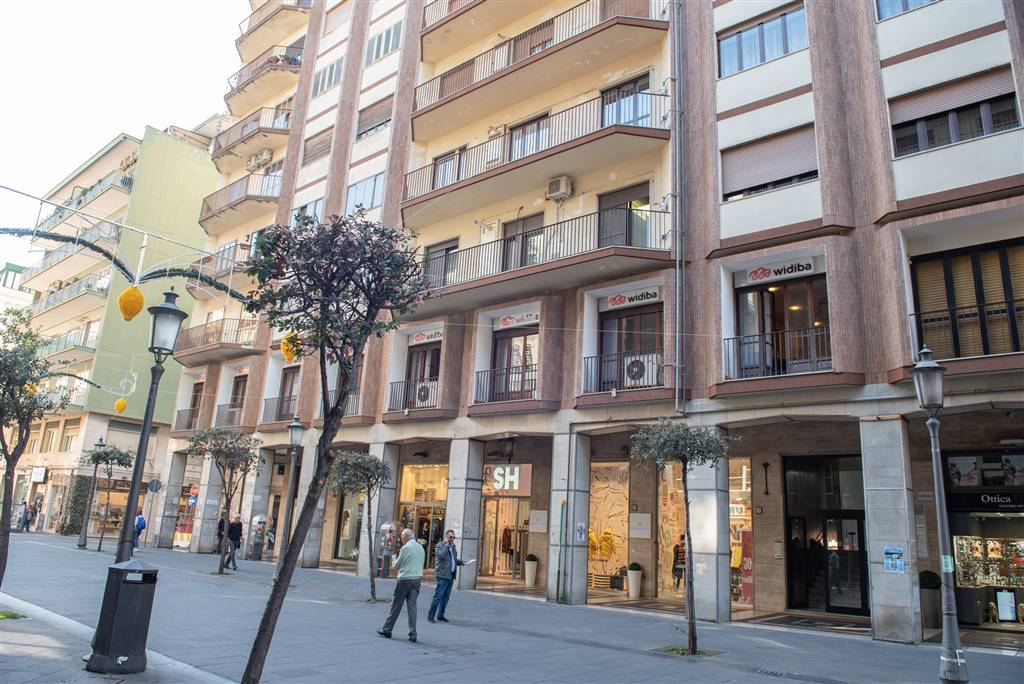 CENTRO, SALERNO, Apartment for sale of 170 Sq. mt., Almost new, Heating Individual heating system, Energetic class: G, placed at 7° on 11, composed