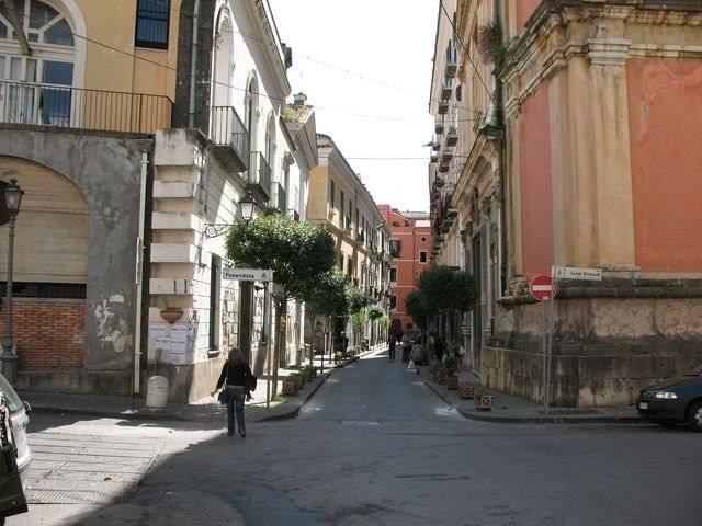 Negozio in Via Portacatena  63, Centro, Salerno
