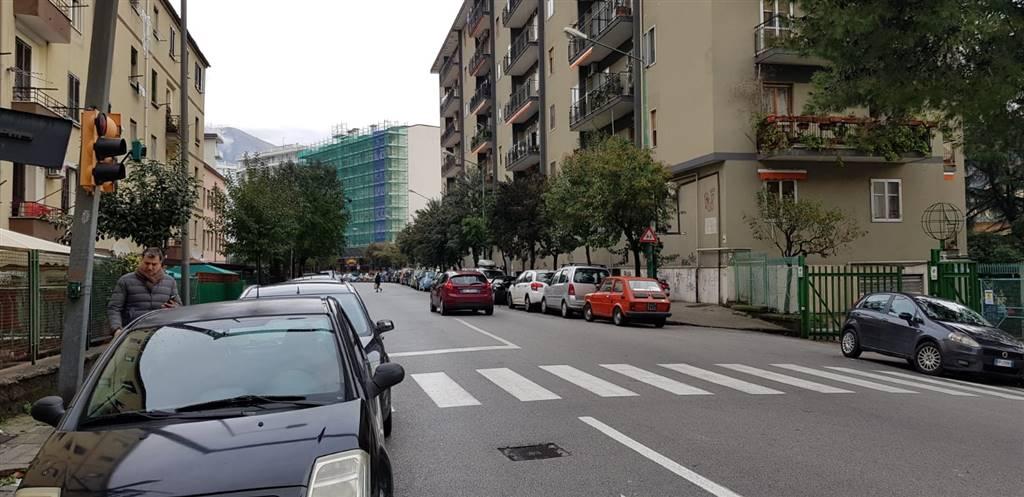 Attività commerciale in Via Costanzella Calenda, Carmine, Salerno