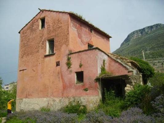 Rustico casale, San Mango Piemonte, da ristrutturare