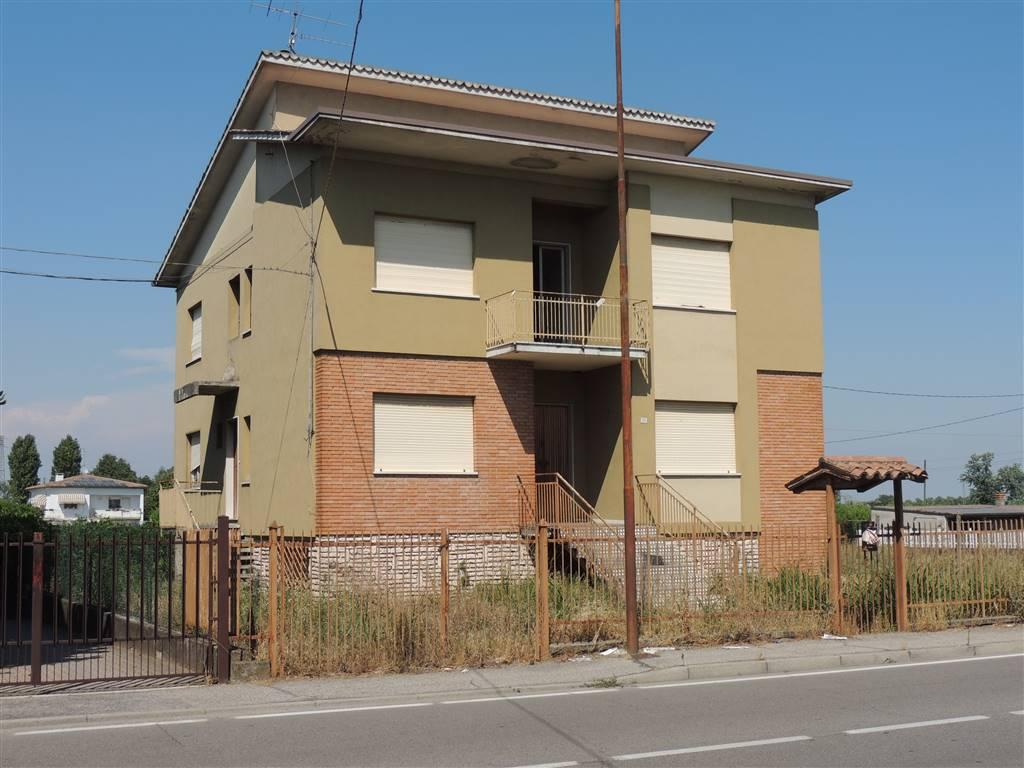 VILLAFRANCA DI VERONA, Maison indépendente des vendre de 434 Mq, À restauré, Chauffage Autonome, Classe Énergétique: G, par terre Terrains, composé