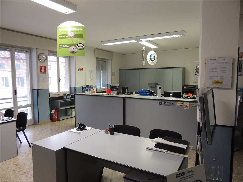VILLAFRANCA DI VERONA, Office for rent of 110 Sq. mt., Good condition, Heating Centralized, Energetic class: G, Epi: 230,26 kwh/m3 year, placed at 1°