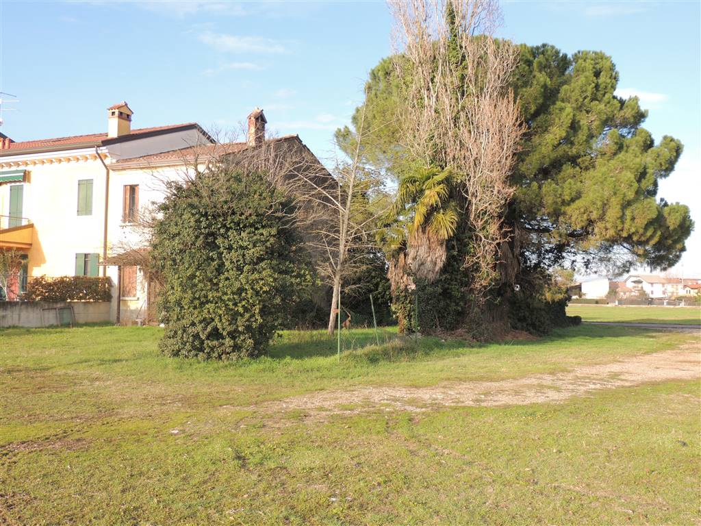ROSEGAFERRO, VILLAFRANCA DI VERONA, Farmhouse for sale of 320 Sq. mt., Be restored, Heating Individual heating system, Energetic class: G, Epi: 230,