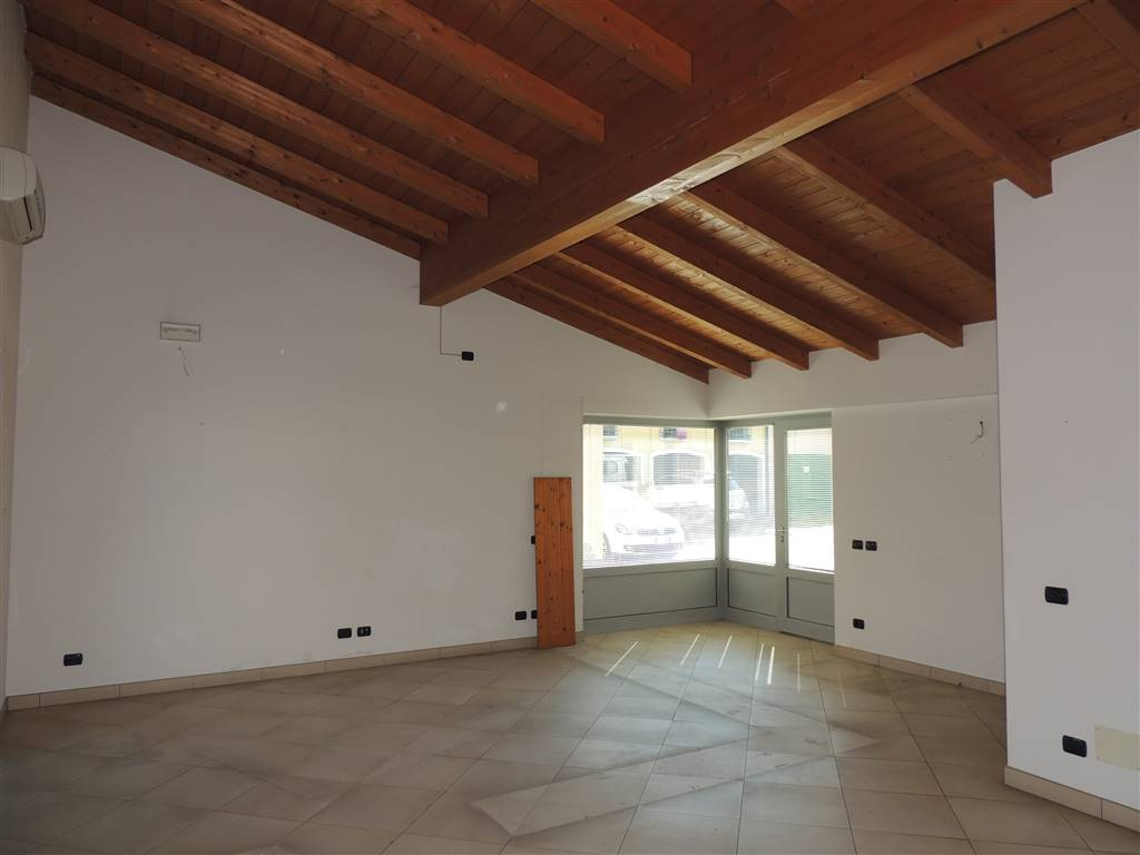 VILLAFRANCA DI VERONA, Business unit for rent of 45 Sq. mt., Excellent Condition, Heating Individual heating system, Energetic class: F, Epi: 285,86