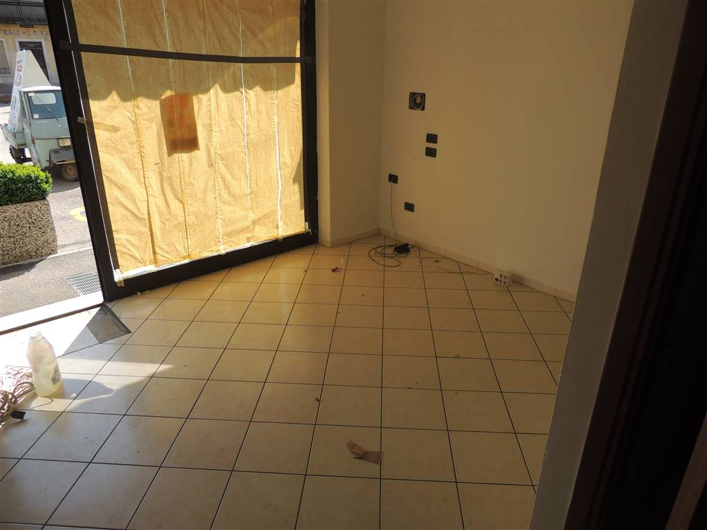 SAN BONIFACIO, Office for rent of 40 Sq. mt., Good condition, Heating Individual heating system, Energetic class: D, placed at Ground, composed by: 2