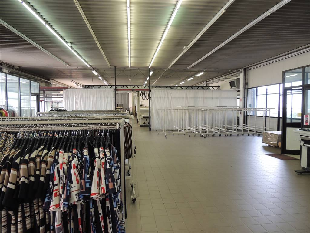 PRADELLE, NOGAROLE ROCCA, Industrial warehouse for sale of 1250 Sq. mt., Excellent Condition, Heating Individual heating system, Energetic class: G,