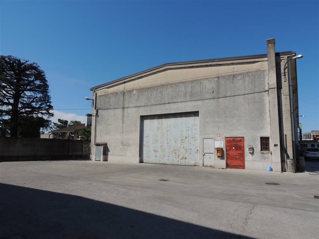 VILLAFRANCA DI VERONA, Warehouse for rent of 533 Sq. mt., Good condition, Heating Non-existent, Energetic class: G, Epi: 100,28 kwh/m3 year, placed