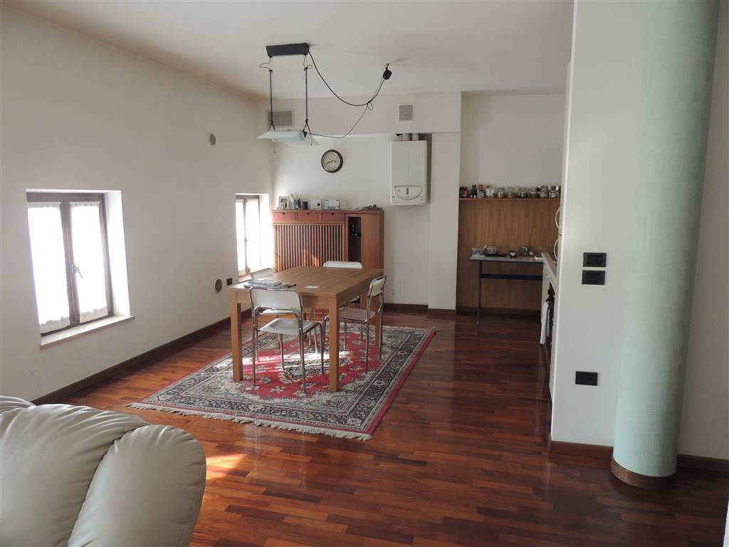 VILLAFRANCA DI VERONA, Apartment for sale of 107 Sq. mt., Good condition, Heating Individual heating system, Energetic class: E, Epi: 146,31 kwh/m2