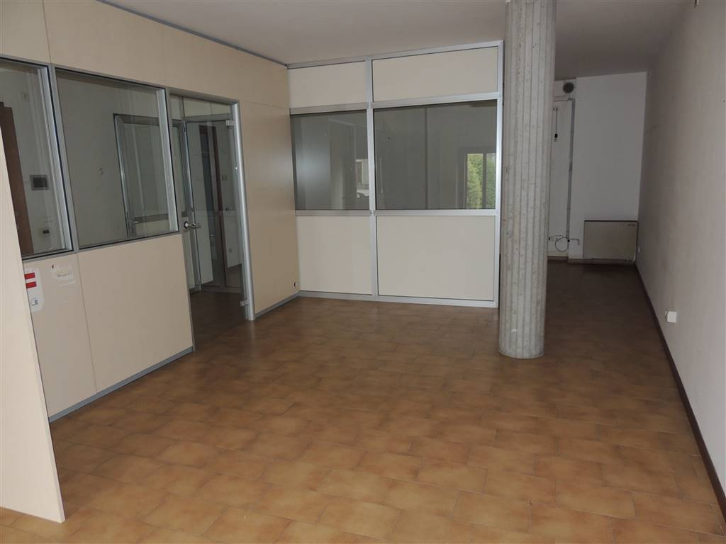 VILLAFRANCA DI VERONA, Office for rent of 40 Sq. mt., Good condition, Heating Individual heating system, Energetic class: G, Epi: 196,3 kwh/m2 year,