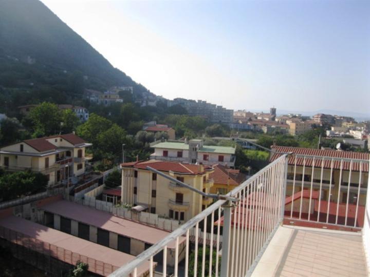 Appartamento in vendita a Gragnano, 3 locali, prezzo € 260.000 | CambioCasa.it