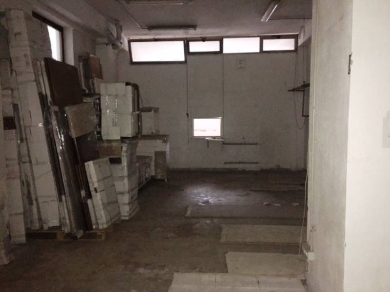 SANT'ANTONIO ABATE, Warehouse for rent of 300 Sq. mt., Be restored, Energetic class: G, Epi: 1 kwh/m3 year, placed at Ground, composed by: , 1