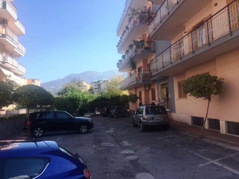 GRAGNANO, Apartment for sale of 130 Sq. mt., Good condition, Heating Individual heating system, Energetic class: G, Epi: 1 kwh/m2 year, placed at 3°,
