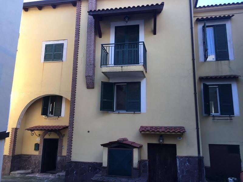 CASOLA DI NAPOLI, Casa semi indipendente in vendita di 100 Mq, Abitabile, Riscaldamento Autonomo, Classe energetica: G, Epi: 1 kwh/m2 anno, posto al