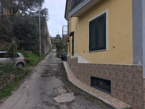 GRAGNANO, Apartment for rent of 80 Sq. mt., Habitable, Heating Individual heating system, Energetic class: G, Epi: 1 kwh/m2 year, placed at Raised on