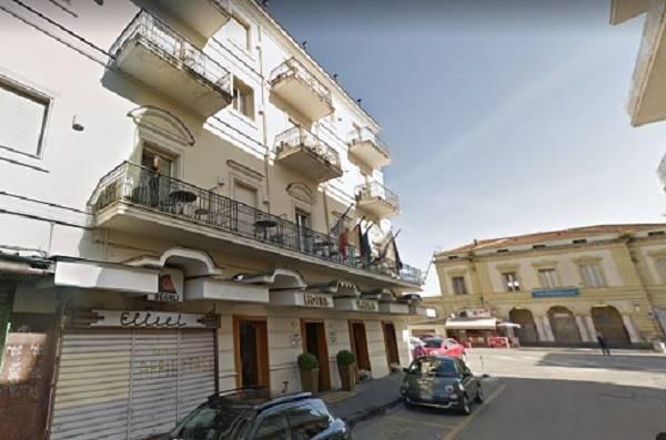 Immobile Commerciale in affitto a Pompei, 1 locali, prezzo € 900 | CambioCasa.it