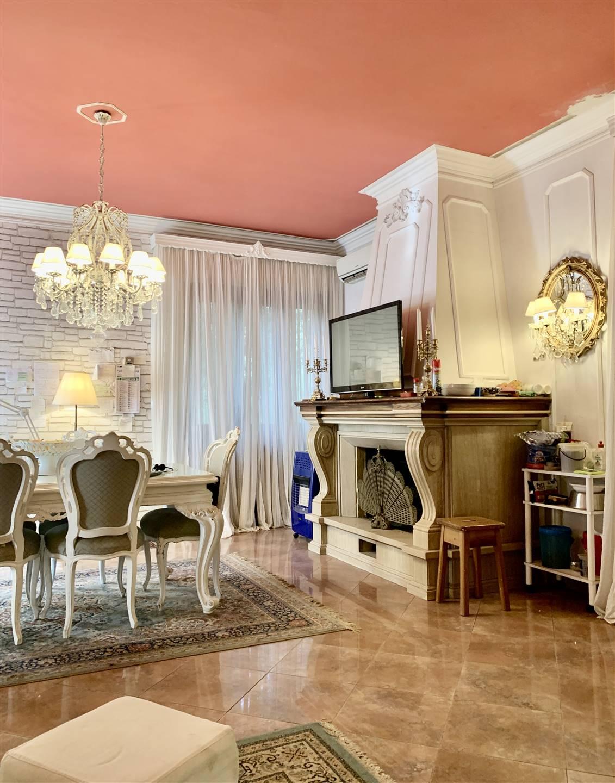 Villa in vendita a Montemurlo, 10 locali, zona Zona: Bagnolo, prezzo € 620.000 | CambioCasa.it
