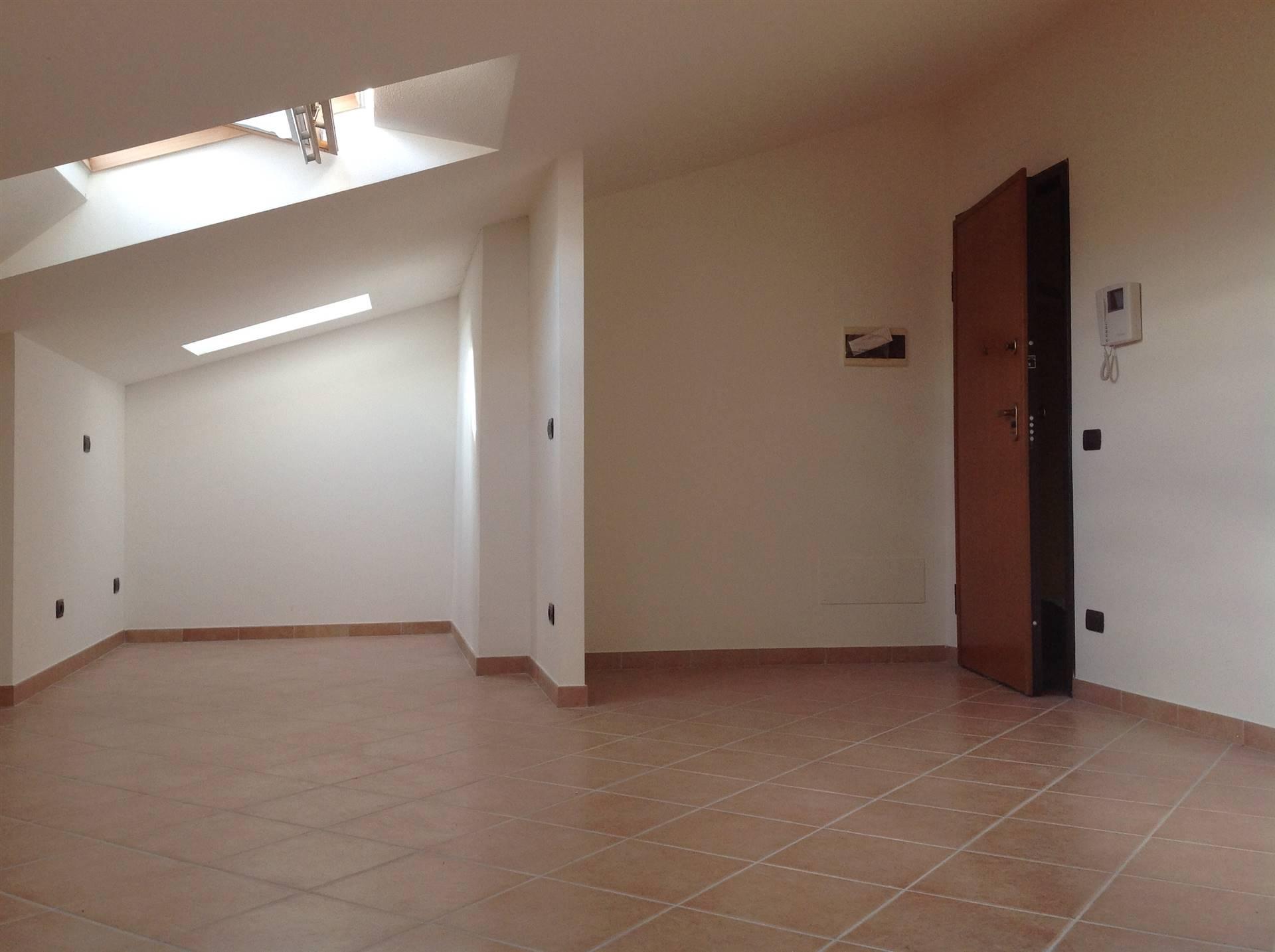 Attico / Mansarda in vendita a Montignoso, 3 locali, zona uale, prezzo € 86.000 | PortaleAgenzieImmobiliari.it