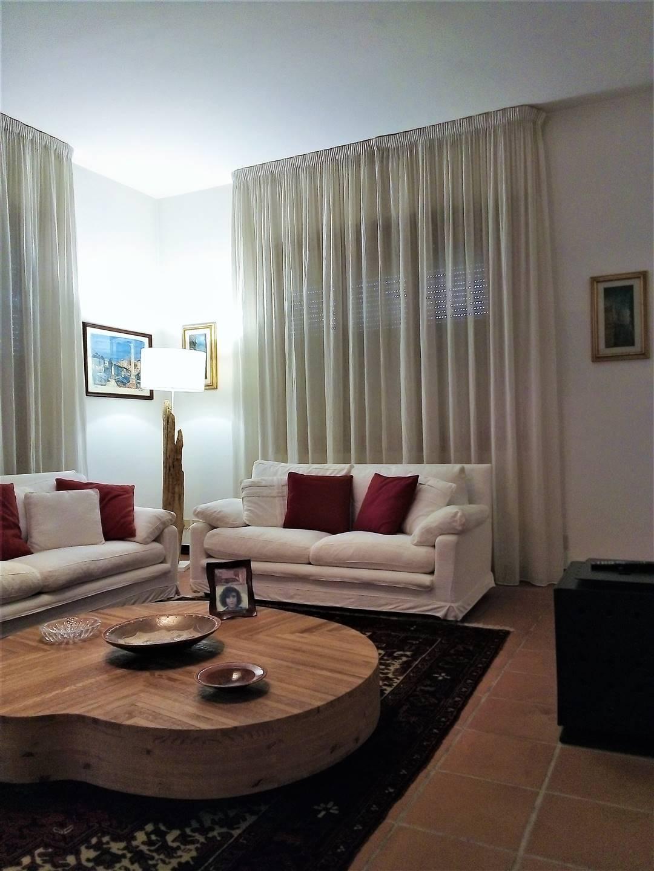 AGLIANA, Villa in vendita di 330 Mq, Ottime condizioni, Riscaldamento Autonomo, Classe energetica: G, Epi: 175 kwh/m2 anno, posto al piano Terra su 2,