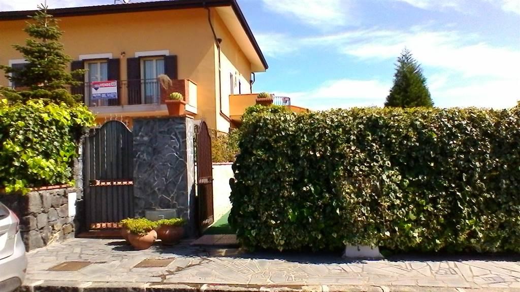 Villa a schiera in Via Pescara  8 7, Mascalucia