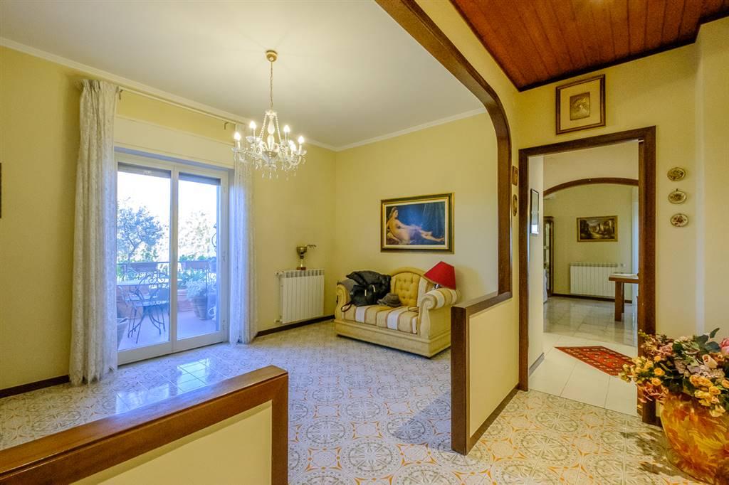 Appartamento in Via Eugenio De Mattei 11, Gravina Di Catania