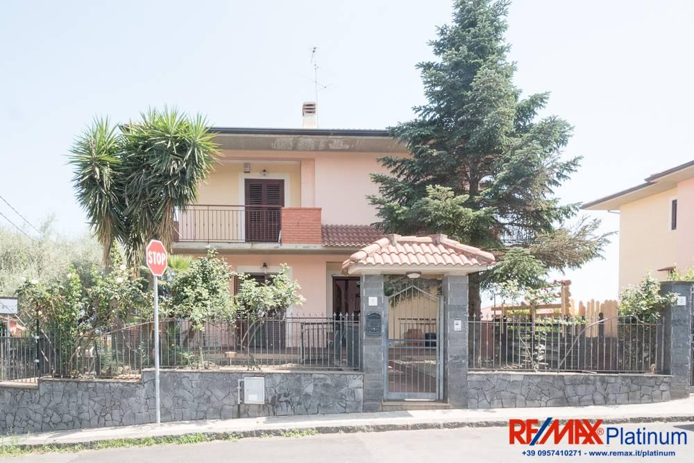 Villa in Via Rocco Chinnici 1, Lavinaio, Aci Sant'antonio