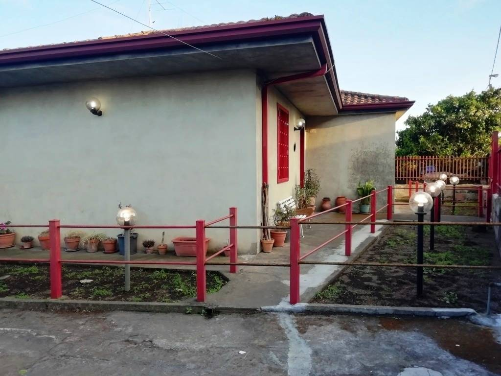 Casa singola in Via Montello 38, San Giovanni La Punta